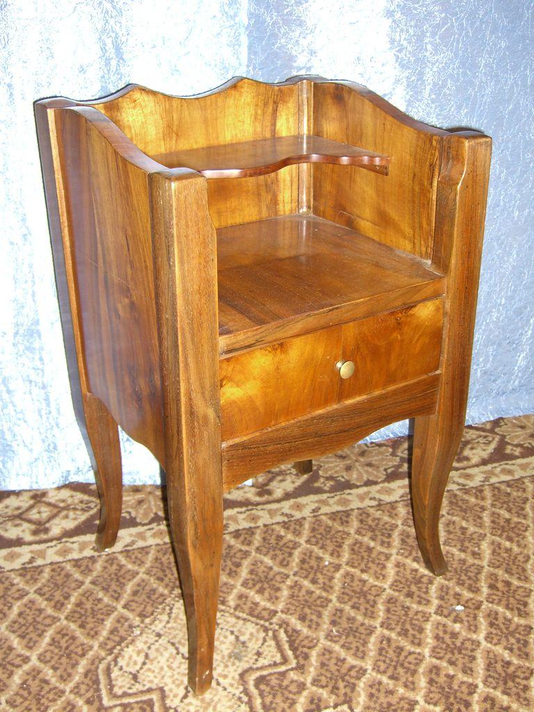 nussbaum beistellk stchen antike m bel antiquit ten restauration bracciali m nchen. Black Bedroom Furniture Sets. Home Design Ideas