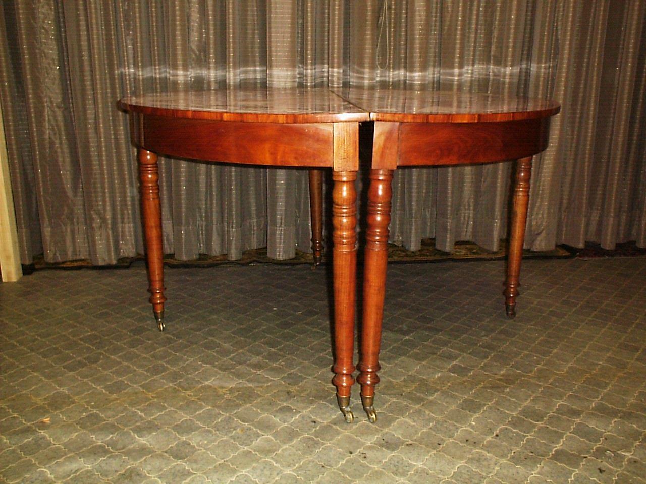 Teilbarer Esstisch aus Kirsch- und Pflaumenholz