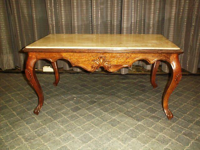 Tisch mit Alabasta