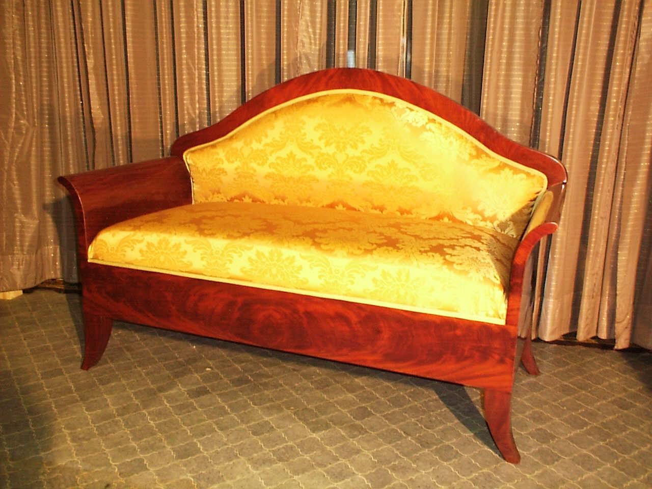 Gepolstertes Mahagoni Sofa