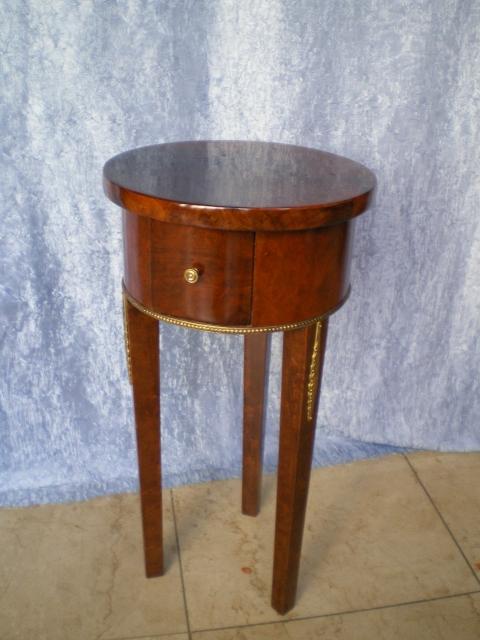 Nusswurzelholz Tischchen